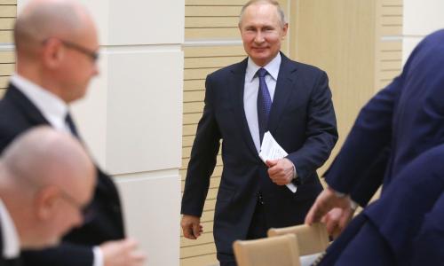 Путин подписал закон о пересчете зарплат бюджетников