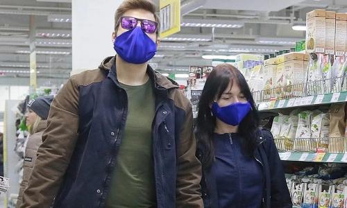 Россиян предупредили об опасности цветных защитных масок